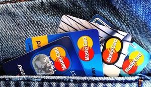 Kreditkarten in der Hosentasche