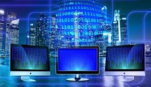 3 Bildschirme vor Hochhäuser Silhouette und Zahlen