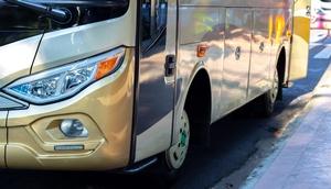 Teilvorderansicht eines Autobusses