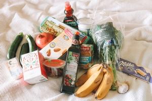 Auswahl an Lebensmittel, © Photo by Maddi Bazzocco on Unsplash