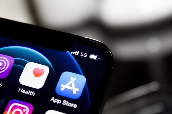 Smartphone mit 5G, © Photo by James Yarema on Unsplash