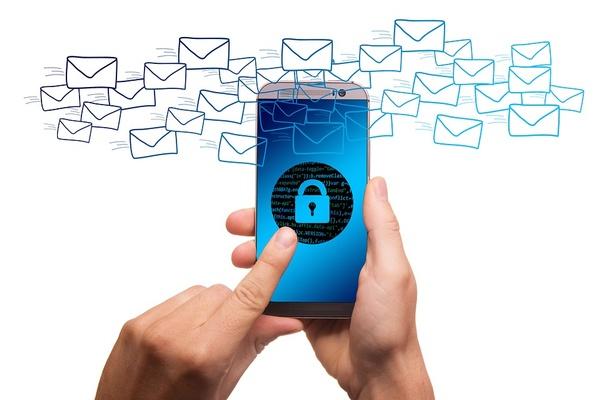 Handy mit gesperrtem Bildschirm, © Bild von geralt auf Pixabay