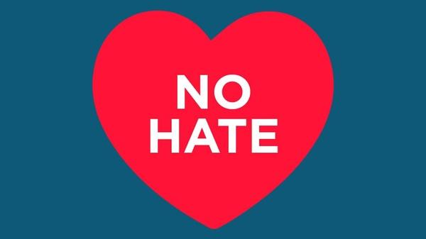 """Rotes Herz mit Schriftzug """"No hate"""", © no-hate-speech-kampagne"""