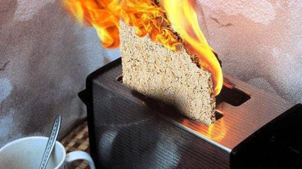 Brennender Toaster mit Knäckebrot, © Pforzheimer Zeitung