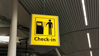 Check-in Anzeige auf Flughafen
