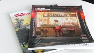 Zeitschriften mit der Aufschrift airbnb