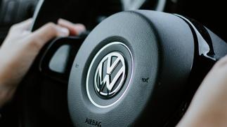 Lenkrad mit VW Logo
