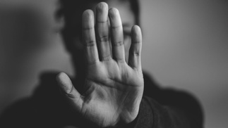 Hand macht Stoppzeichen