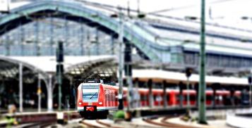 Bahn am Kölner Hauptbahnhof