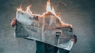 brennende Zeitung